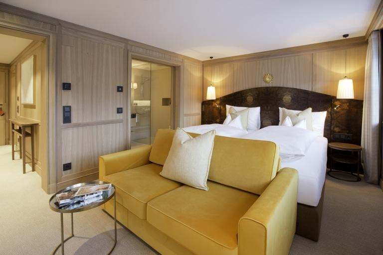 Übergroßes Boxspringbett der Luxusklasse im 5 Sterne Hotel Lech Sonnenburg