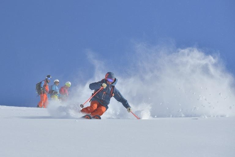 Im 5 Sterne Hotel Sonnenburg haben Kinder und Familien Spaß beim Skifahren in Oberlech