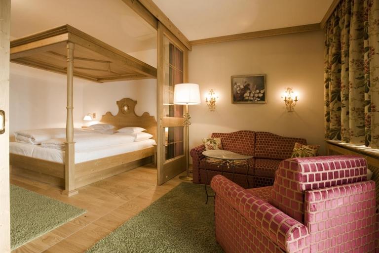 Familienurlaub am Arlberg in der Junior Suite im 4 Sterne Superior Hotel Sonnenburg