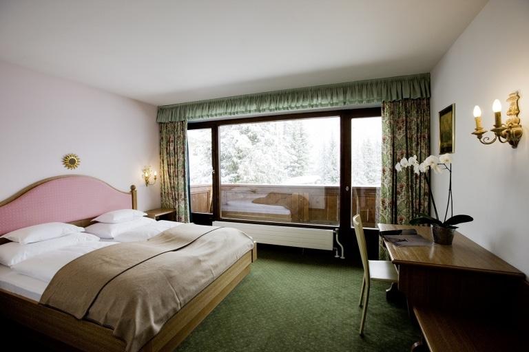 Doppelzimmer im 4 Sterne Superior Hotel Lech Landhaus Sonnenburg