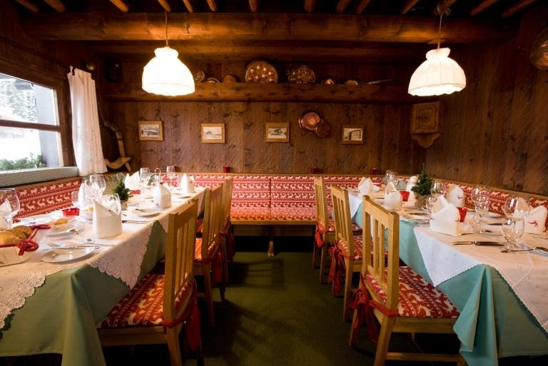 Im Restaurant Crêperie Schüna in Oberlech speisen Sie in urigem Ambiente