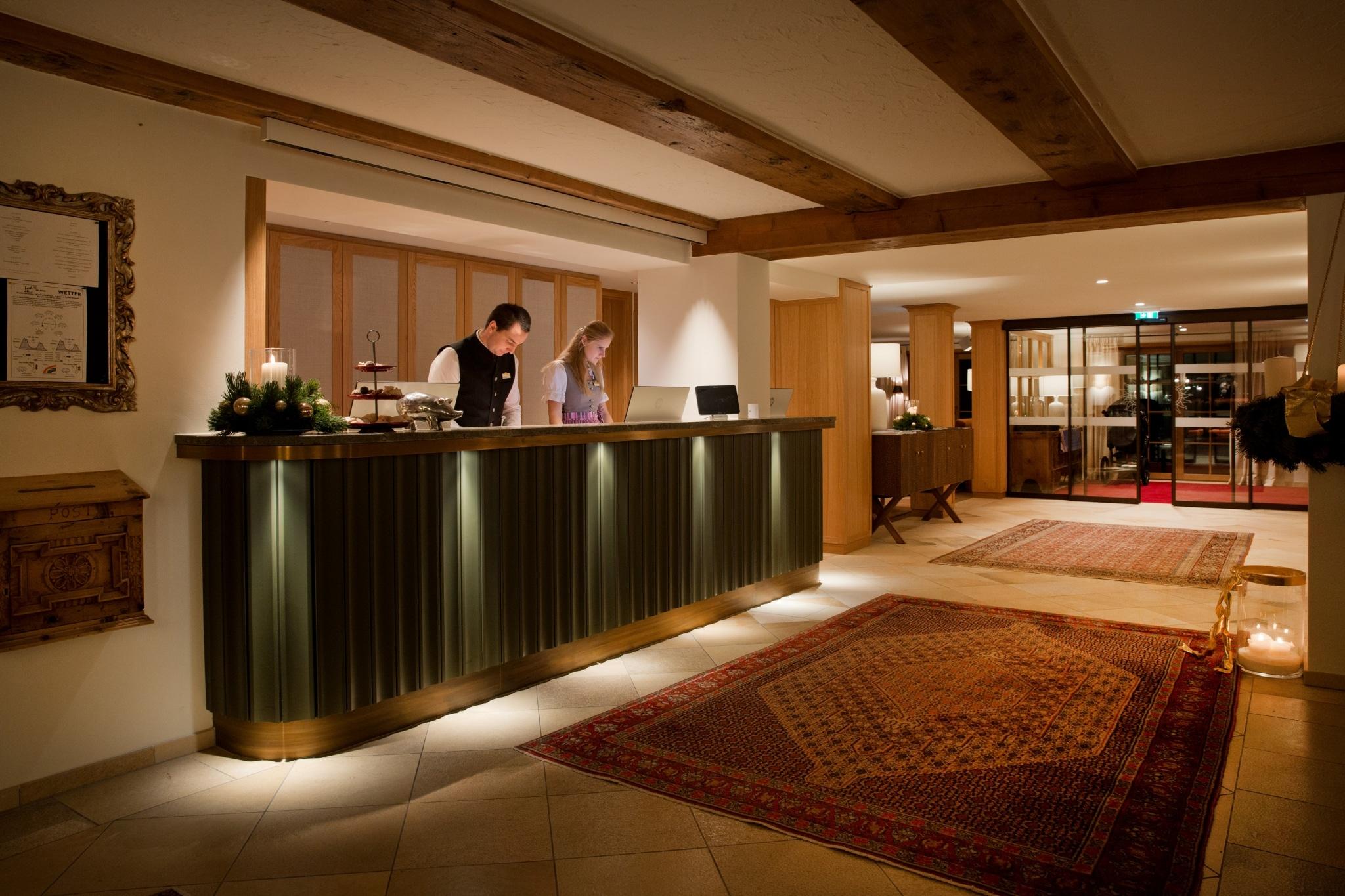 Service vom Sonnenburg Concierge im 5 Sterne Hotel Sonnenburg am Arlberg