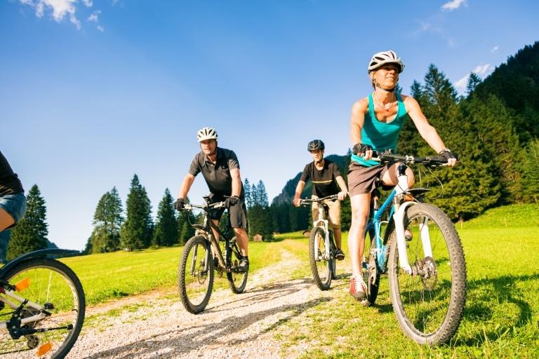Ihren Familienurlaub in den Bergen von Oberlech können Sie auf dem Rad oder beim Wandern verbringen