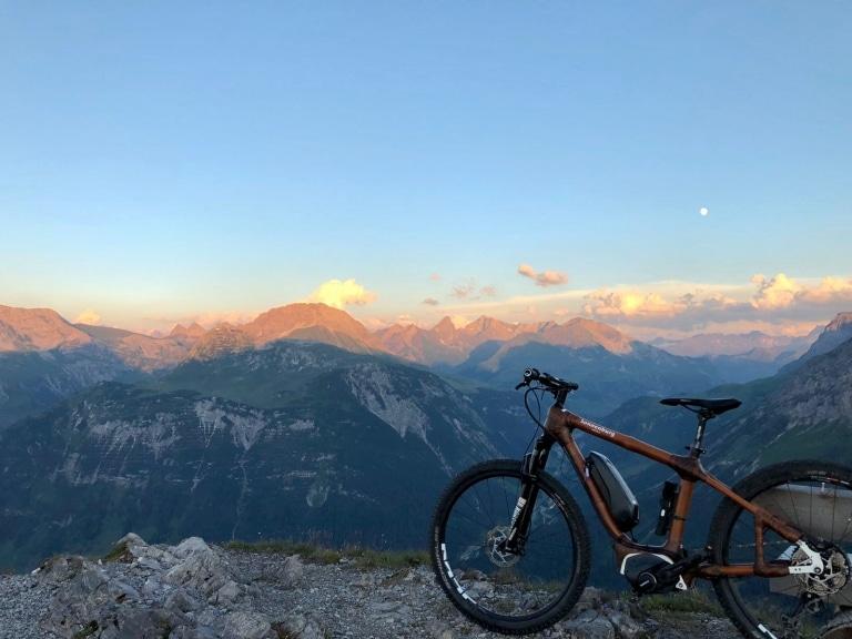 Gerade am Arlberg sind sie beliebt, die Bambus E-Bikes