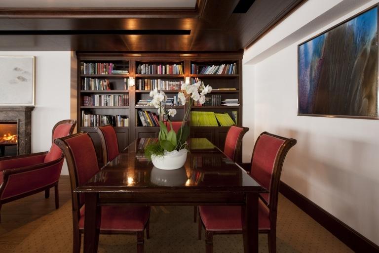 Literaturhotel und Veranstaltungen: Die Hotelbibliothek ist der ideale Ort für Besprechungen, Meetings und Events bis 60 Personen.