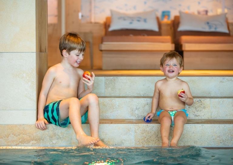 Familienurlaub im Hotel Sonnenburg am Arlberg: 5-Sterne Familienhotel Schwimmbad