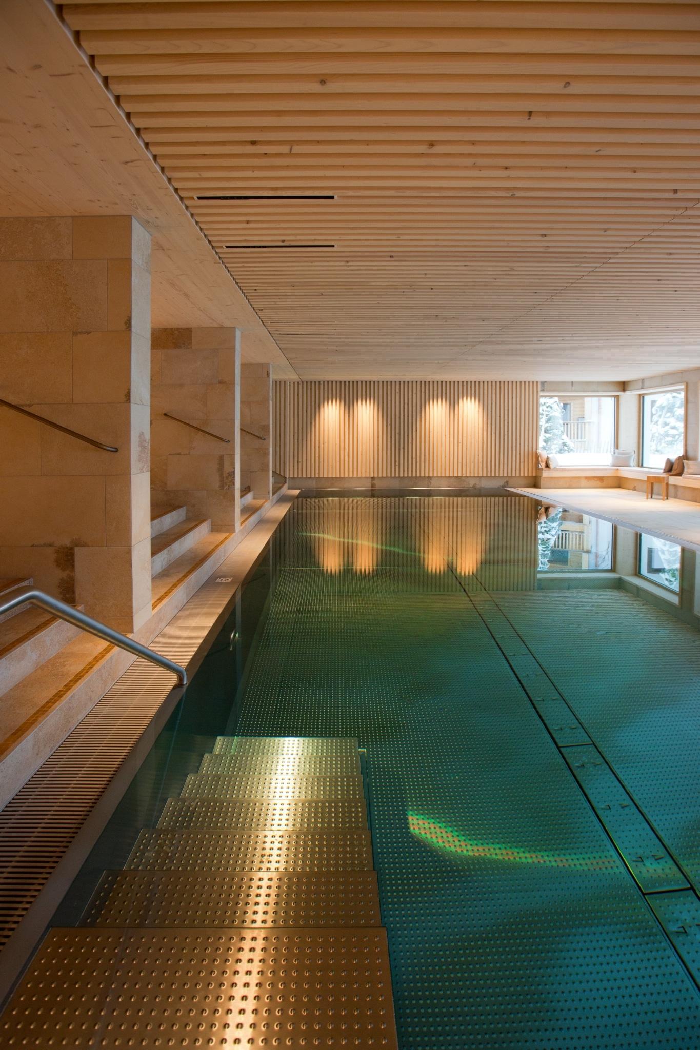 Die Sonnenburg in Oberlech am Arlberg ist ein Hotel mit Schwimmbad.