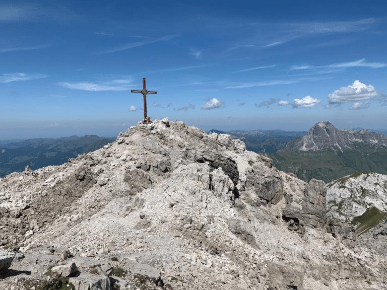 Erklimmen Sie die großen und kleinen Gipfel im Wandergebiet Arlberg vom Wanderhotel Sonnenburg