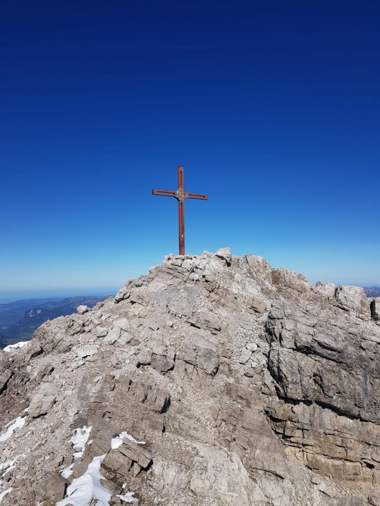 Die anspruchsvolle Wanderung zum Gipfelkreuz der Mohnenfluh erklimmen sie gestärkt von Wanderhotel Sonnenburg am Arlberg aus