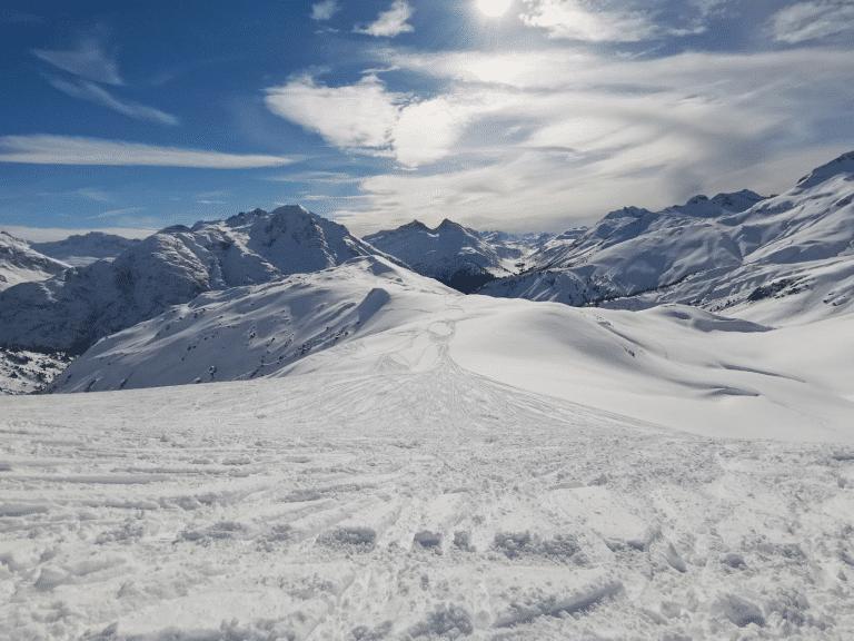 Das Skigebiet Lech Zürs bietet Ihnen zahlreiche Pistenkilometer