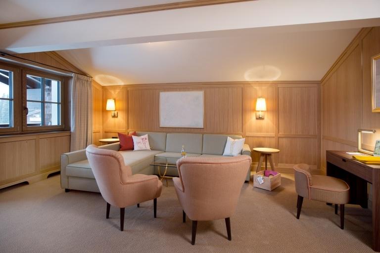Als Hotel für Familien finden Sie in der Platin Plus Familiensuite der Sonnenburg in Oberlech auch als Großfamilie im Familienurlaub Platz