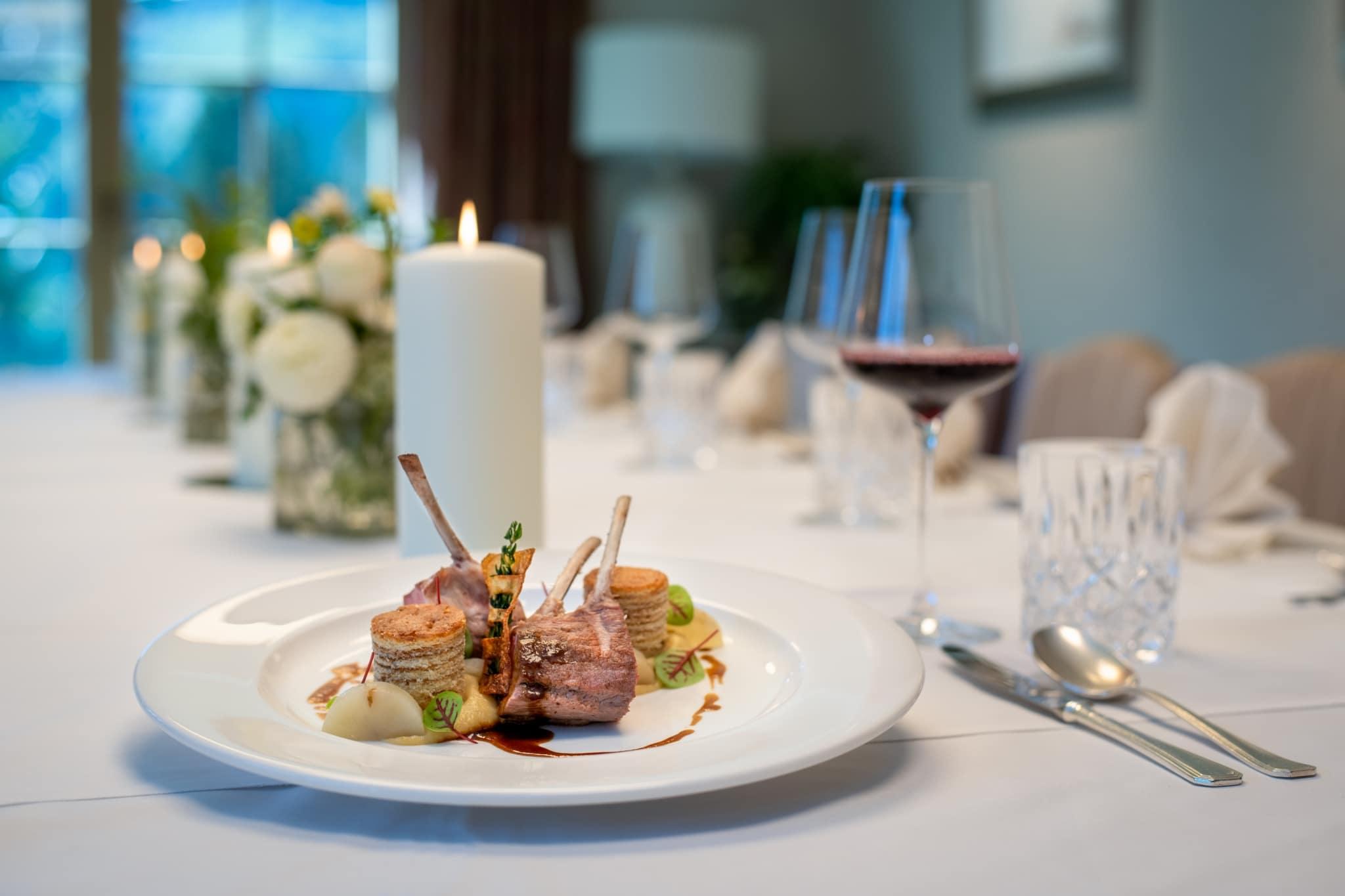 Im Hotelrestaurant der Sonnenburg erwartet Sie jeden Abend ein 5 Gänge Menü mit gesunder, raffiniert österreichischer Küche.