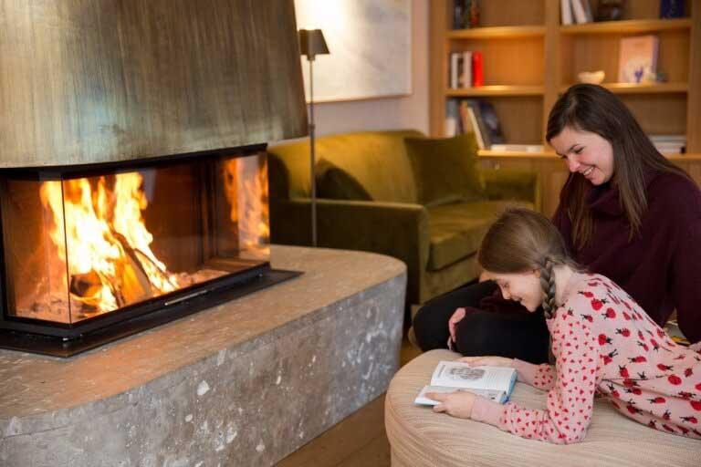 Das Hotel Sonnenburg in Lech am Arlberg ist ein Haus gefüllt mit Büchern und Geschichten.