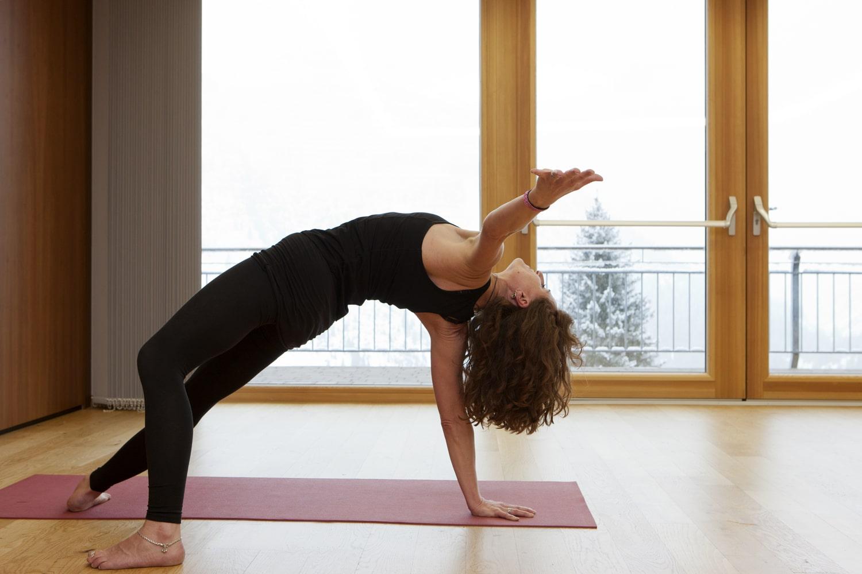 Yoga in der Sonnenburg - mit Blick auf die Berge