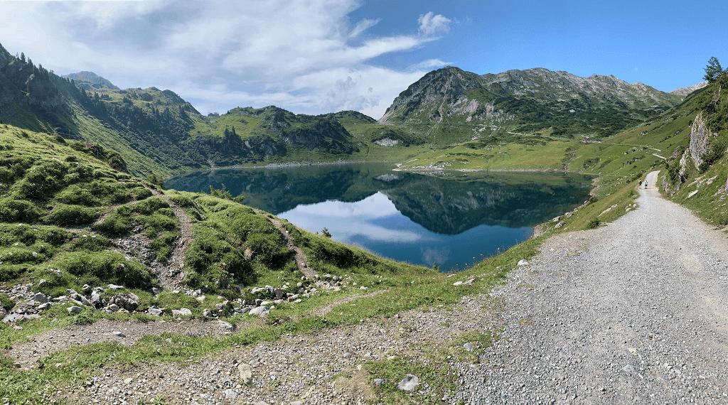 Erkunden Sie in Ihrem Wanderurlaub den Formarinsee in Lech am Arlberg