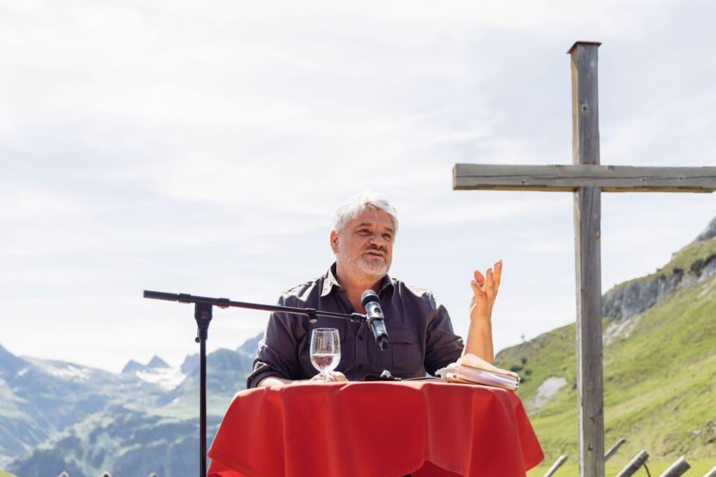 Schriftsteller Raoul Schrott bei einem Vortrag anlässlich des Literaricum Lech