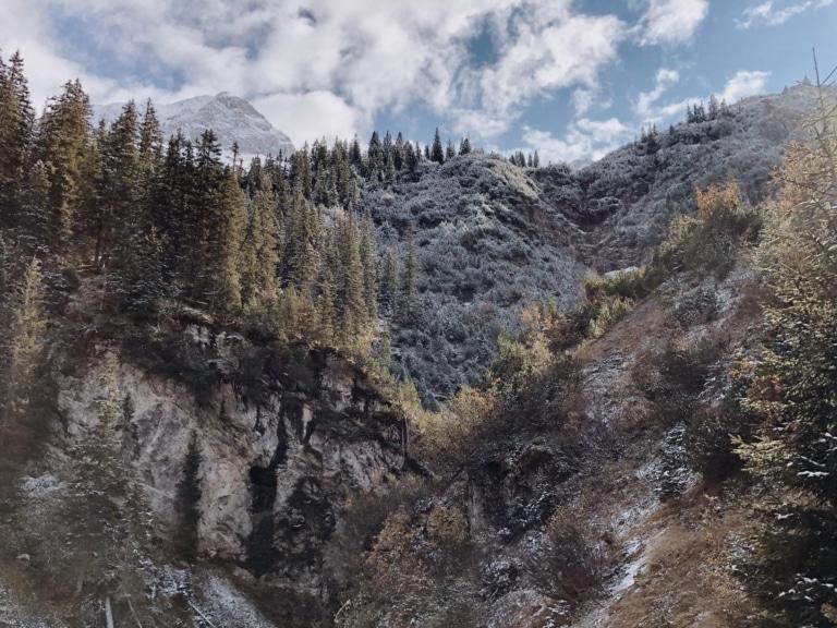 Herbst in den Lecher Bergen und der Sonnenburg